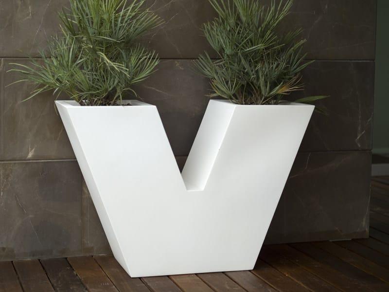 Polyethylene vase UVE - VONDOM
