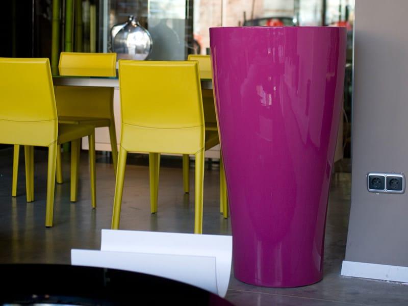 Polyethylene garden vase with Light CURVADA by VONDOM