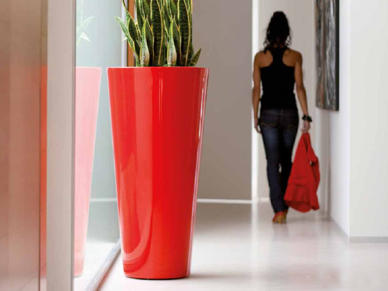 Polyethylene vase with Light CONO ALTO - VONDOM