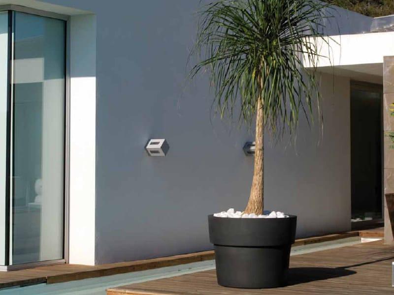 Polyethylene garden vase MACETEROS | Garden vase by VONDOM