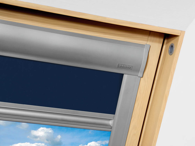 Tenda per finestre da tetto oscurante arf sunset fakro for Finestre velux manuali