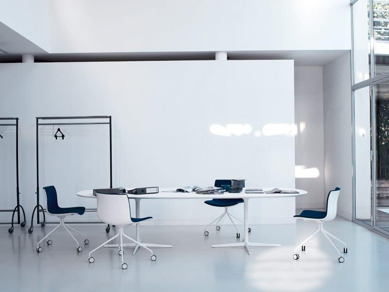 Tavolo ovale eolo tavolo ovale arper for Tavolo ovale ufficio
