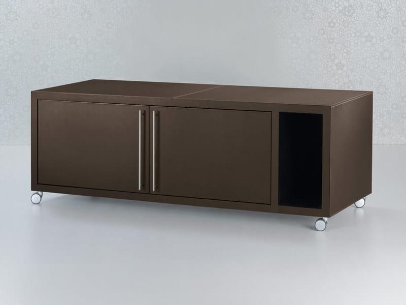 Mobile ufficio basso in cuoio con ruote collezione nazca for Mobile basso design