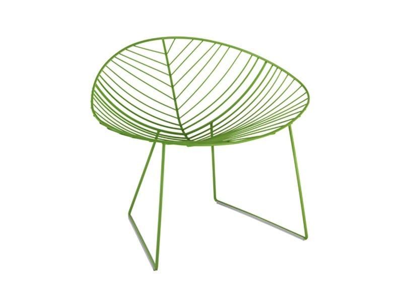 Sled base steel garden armchair LEAF | Easy chair by arper