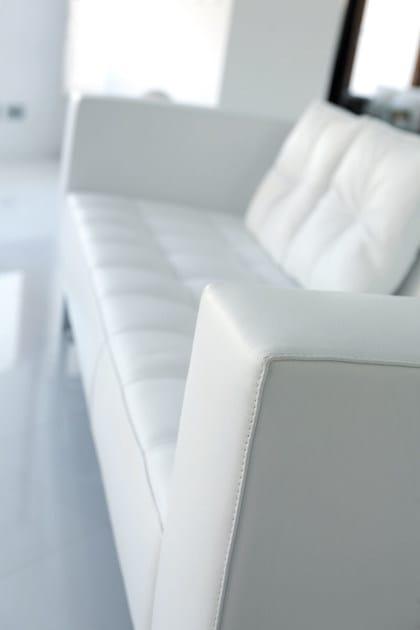 divano in pelle in stile moderno a 3 posti diplomat3 | divano a 3 ... - Pelle Dangolo Divano Minimalista