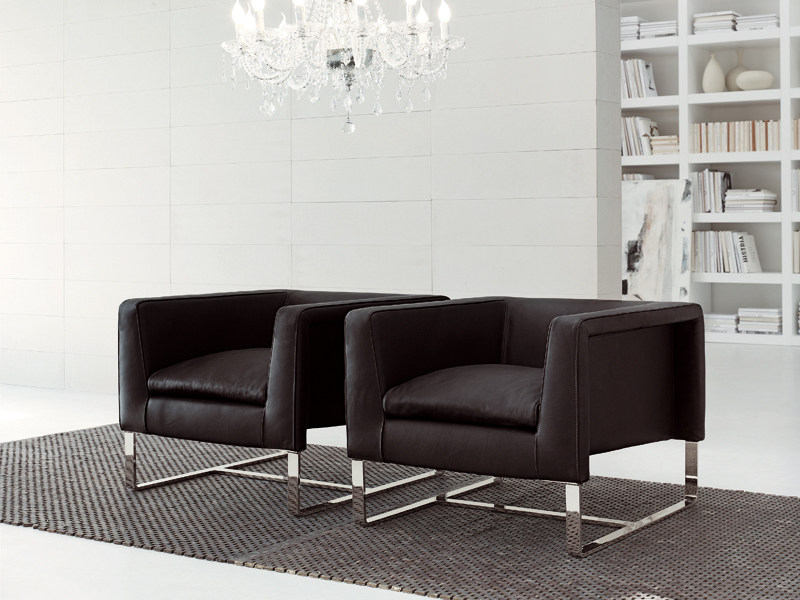Upholstered leather armchair with armrests CLUB | Armchair by ALIVAR
