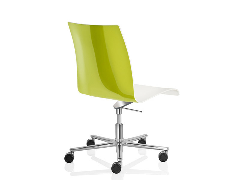 Plastic task chair with 5-Spoke base with casters FINA | Plastic task chair by Brunner