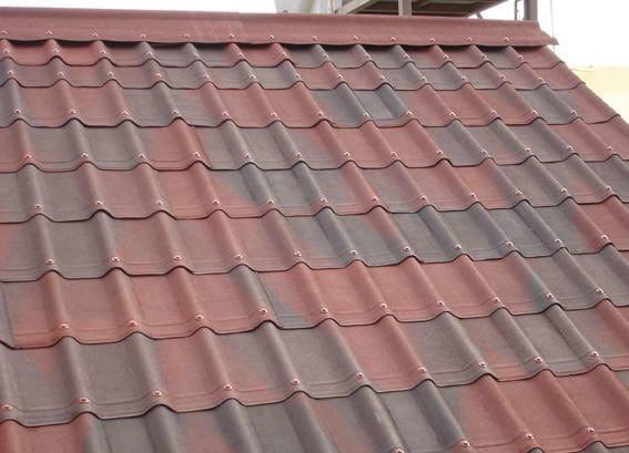 Tegole ondulate bitumate resinate e colorate con effetto for Onduline per tettoie