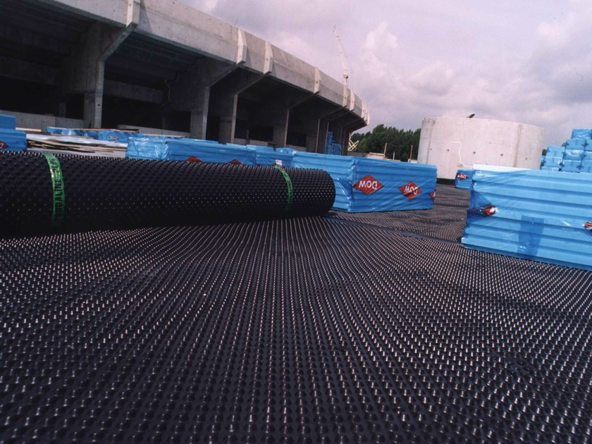 Earth retaining wall drainange and protection system for Onduline rotolo