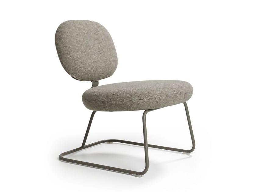 Upholstered fabric easy chair VEGA | Easy chair - Artifort