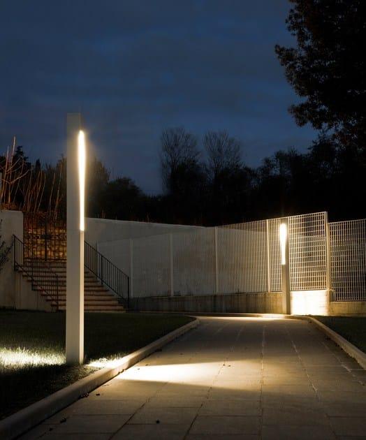 Paletto luminoso da giardino tetra parco paletto for Illuminazione arredo urbano