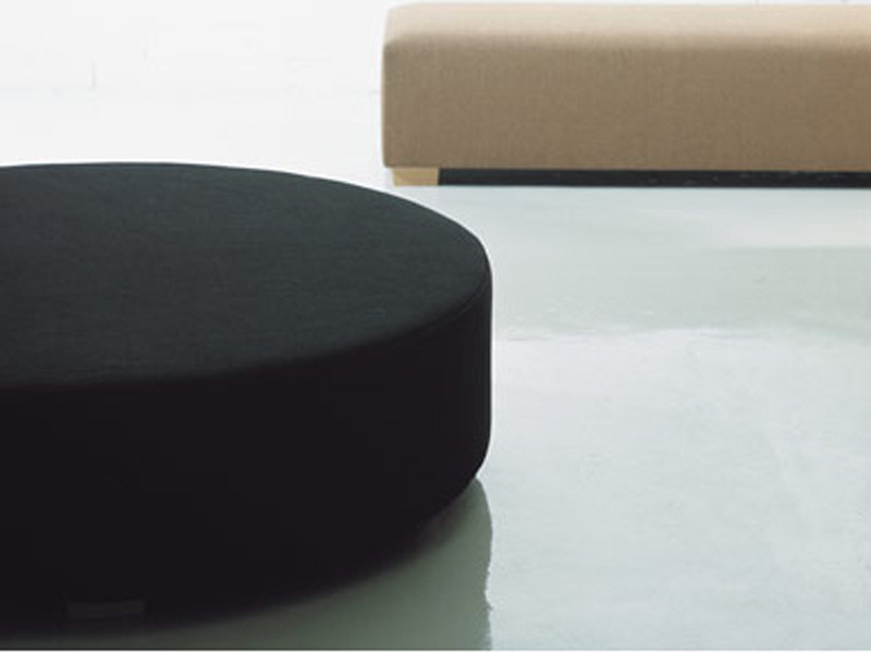 Round upholstered bench ROUND BENCH - Woodnotes