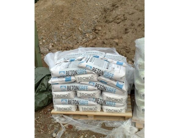 Additive for cement and concrete MICROPLUS by BETONSAFE