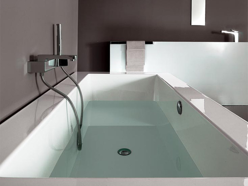Vasca da bagno rettangolare grande kos by zucchetti - Vasca da bagno incasso prezzi ...
