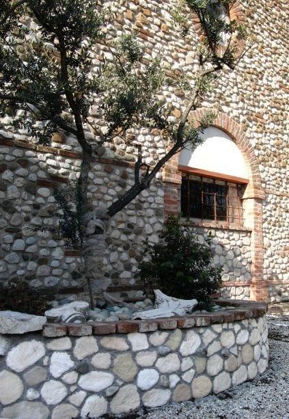 Rivestimento ecologico in pietra ricostruita sasso rustico for Case dall aspetto rustico