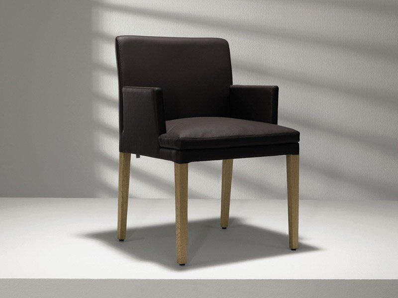 Upholstered leather chair with armrests D20   Upholstered chair - Hülsta-Werke Hüls