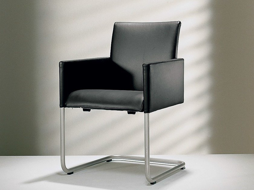 Cantilever upholstered leather chair with armrests D2-3 | Upholstered chair - Hülsta-Werke Hüls