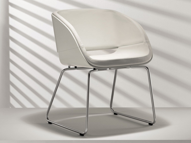 Sled base upholstered lacquered chair D5-2 | Sled base chair - Hülsta-Werke Hüls
