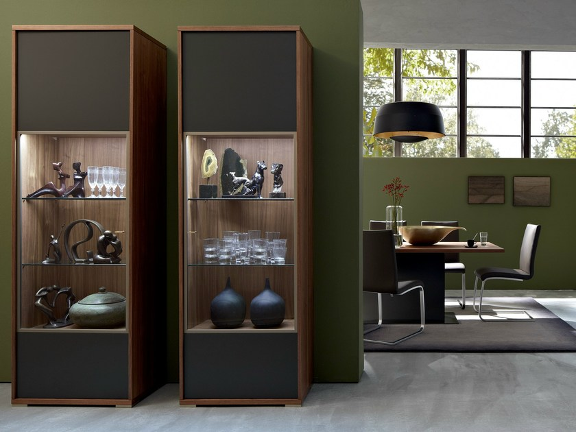 lackierte vitrine aus holz mento kollektion mento by h lsta werke h ls. Black Bedroom Furniture Sets. Home Design Ideas
