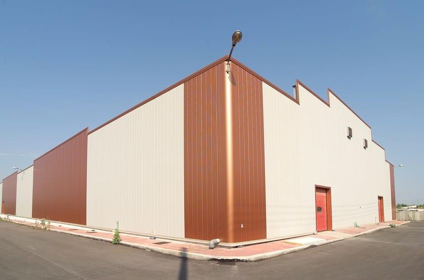 Pannello metallico coibentato per facciata