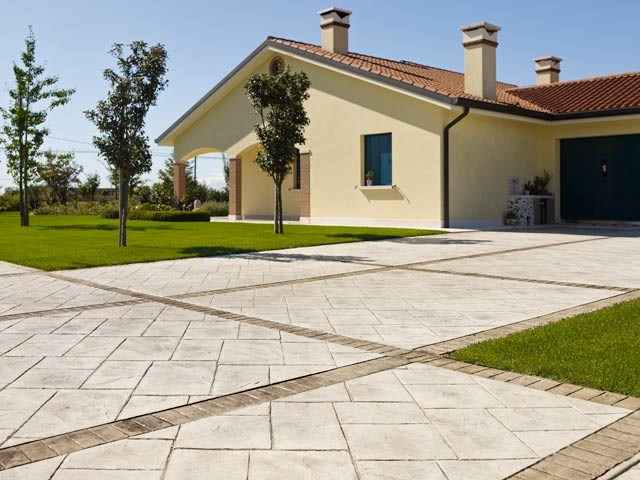 Concrete outdoor floor tiles stamped concrete by ideal work for Cemento stampato difetti