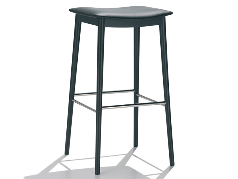 Upholstered stool SMILE | Upholstered stool by Andreu World