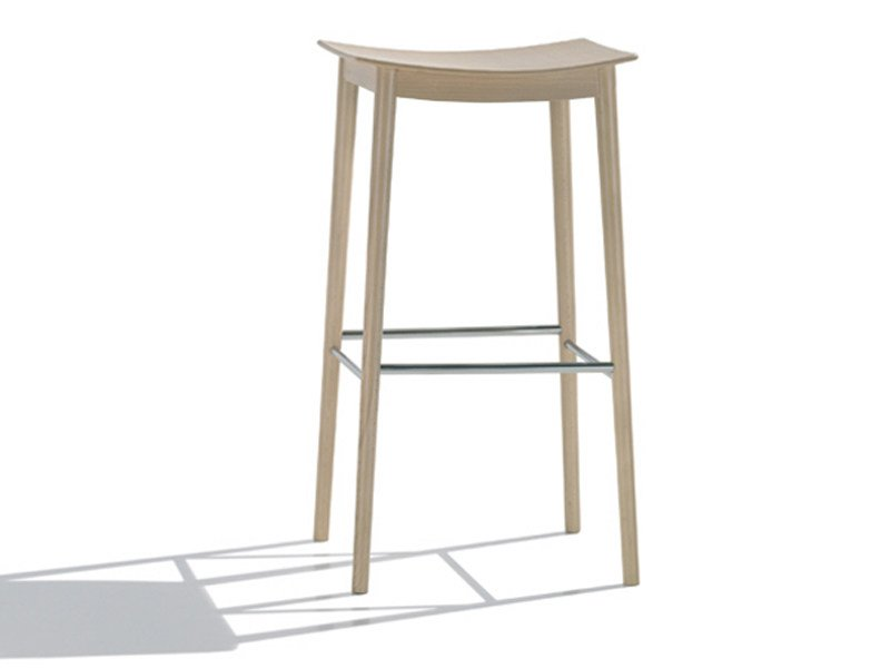 Beech stool SMILE | Stool - Andreu World