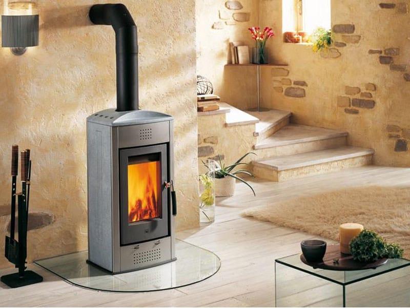 E915 stufa a legna by piazzetta - Stufe a legna per riscaldamento termosifoni ...