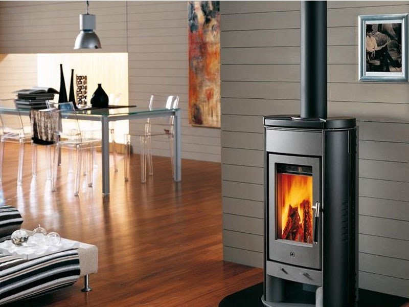 Stufa a legna per riscaldamento aria e917 collezione stufe a legna by piazzetta - Stufe a legna piazzetta ...