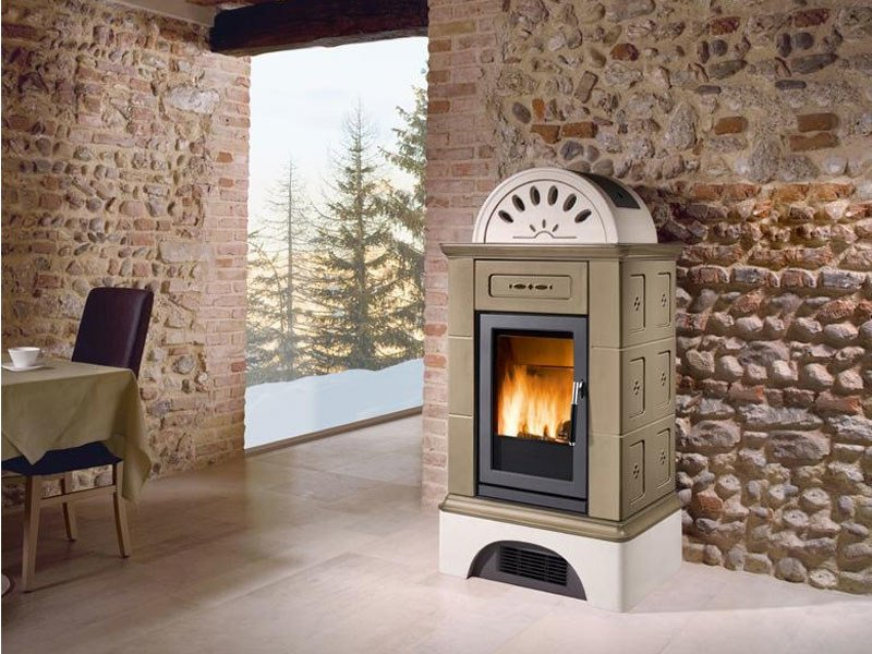 Stove for air heating BRUNICO | Wood-burning stove - Piazzetta