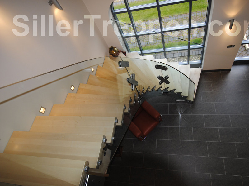 Self supporting wooden Open staircase MISTRAL CURVED STRUCTURAL GLASS - Siller Treppen