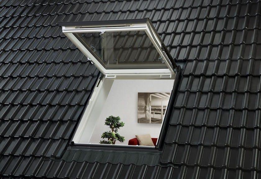 Finestra da tetto a vasistas con apertura manuale velux for Finestre velux foto