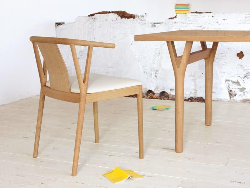 Sedia imbottita in legno massello con braccioli branch collezione branch by conde house europe - Sedia imbottita con braccioli ...