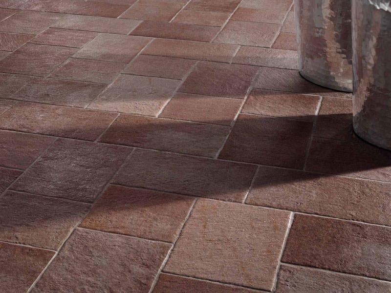 Revestimiento de suelo de gres porcel nico efecto piedra for Pisos galerias exteriores