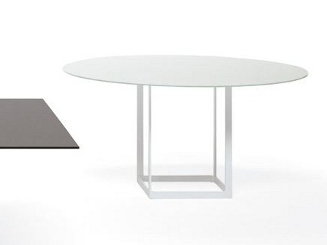 Leonardo tavolo rotondo by ydf design basaglia rota nodari for Tavolo cristallo rotondo design