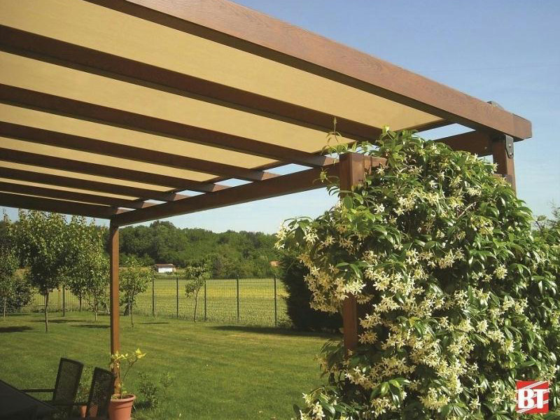 Wall-mounted aluminium pergola R110 SOLARIUM by BT Group