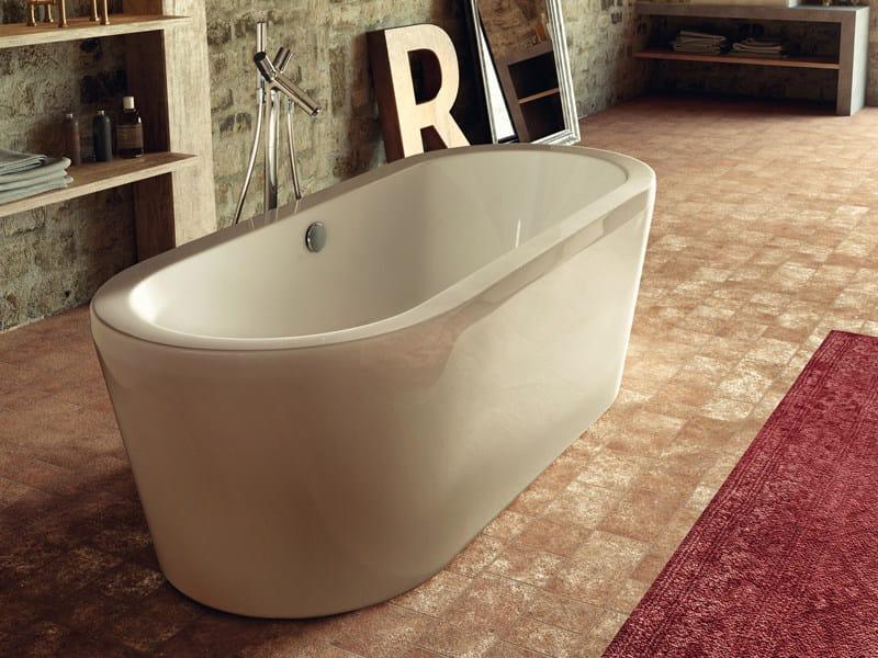 Freestanding oval bathtub RENAISSANCE by Glass1989