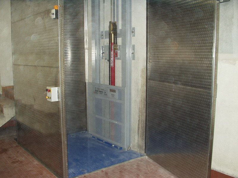 Service lift MONO - O.ME.R.