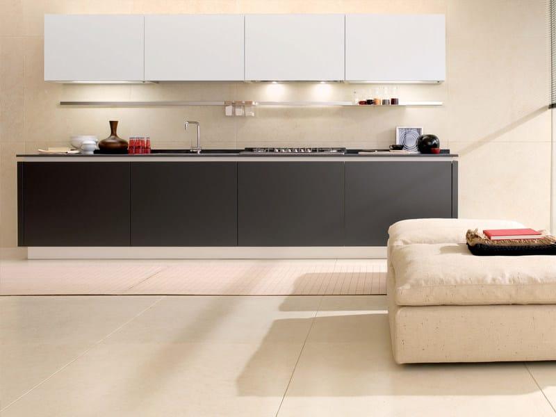 Cucina lineare con isola senza maniglie filovanity top euromobil - Cucina senza maniglie ...