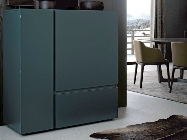 Lacquered highboard with drawers