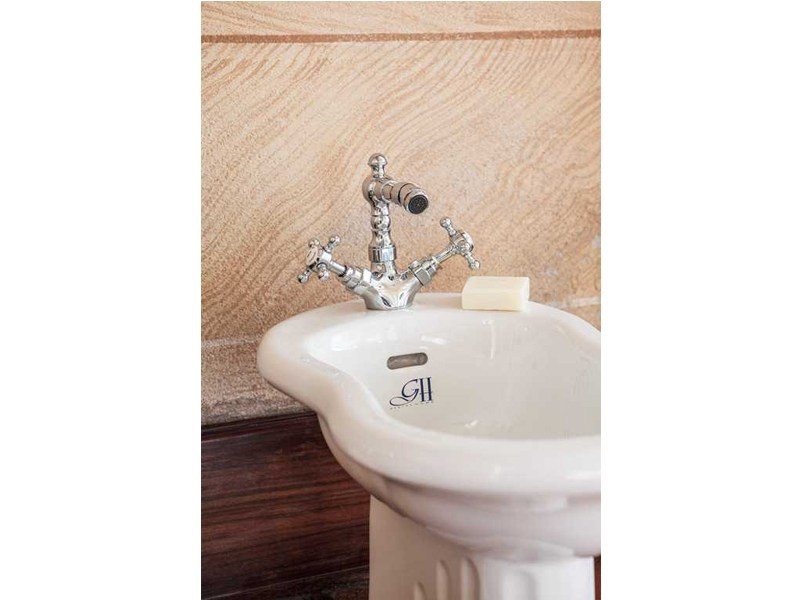 1 hole bidet tap with swivel spout ANTIQUE | 1 hole bidet tap - GENTRY HOME
