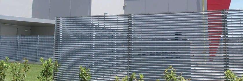 Recinzione paravista in acciaio screen gridiron grigliati for Rivestimenti metallici orizzontali