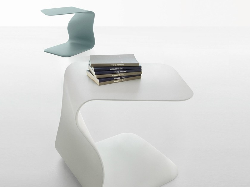 Polyurethane coffee table bedside table duffy by bonaldo for Comodino piccolo
