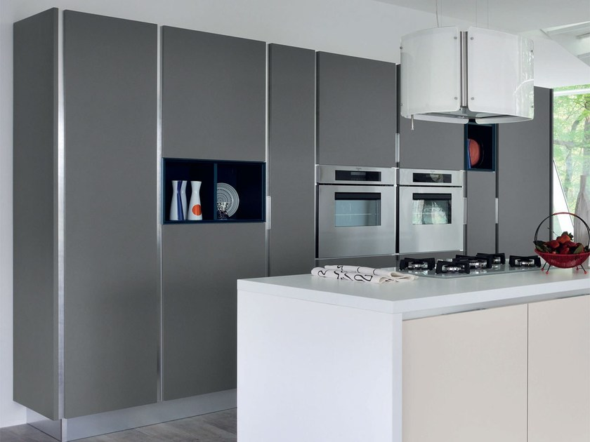 Wooden fitted kitchen without handles ESSENZA | Kitchen by Cucine Lube
