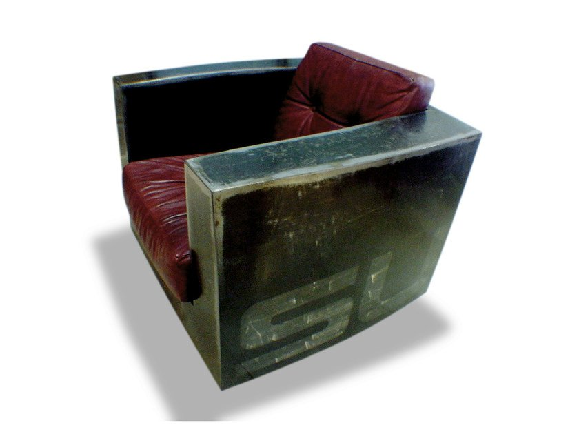 Industrial style club steel armchair with armrests CRATE SUGARI - ICI ET LÀ