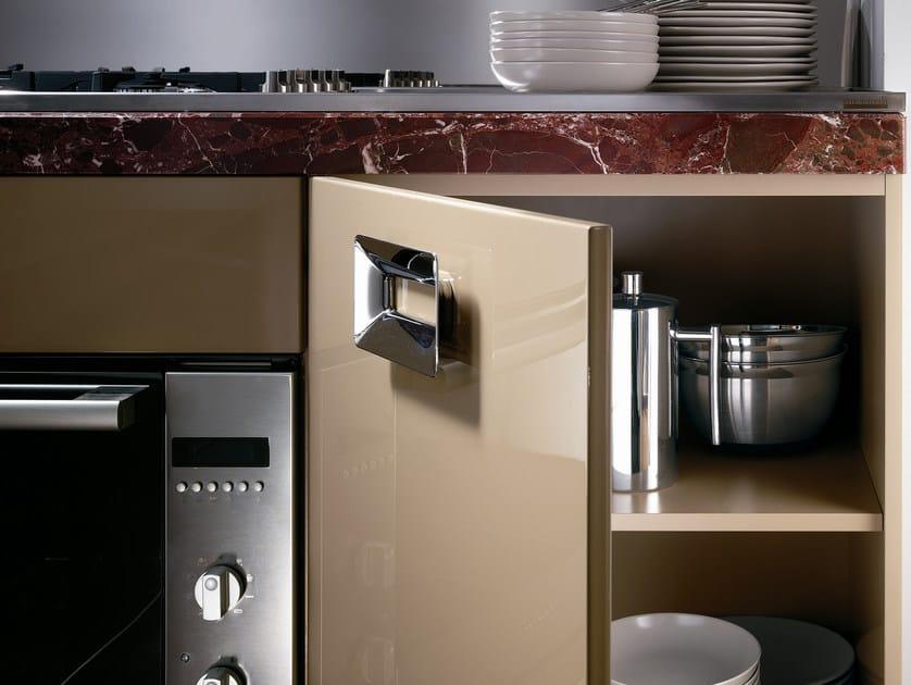 cucina laccata con maniglie barrique | cucina in marmo - ernestomeda - Cucine Esterne In Marmo