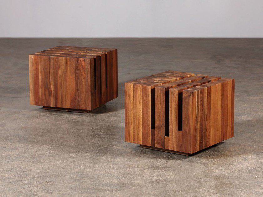 Square wooden coffee table with casters CUBO - Artisan