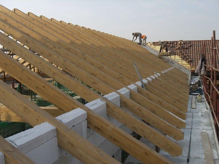 Strutture in legno lamellare struttura per copertura in for Particolari costruttivi capriata in legno