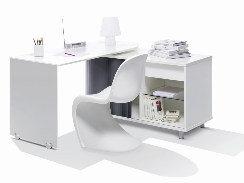 Office desk with shelves SWING | Writing desk by Müller Möbelwerkstätten