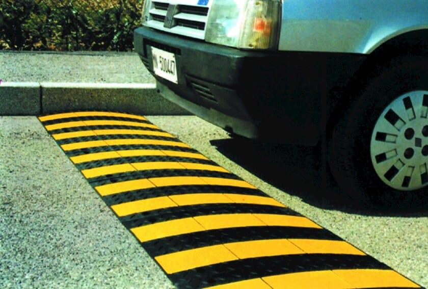 Traffic divider barrier, speed hump Traffic divider barrier, speed hump - Lazzari